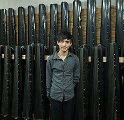 李老师选古琴
