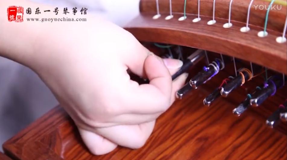 古筝换弦视频视频-轻松换弦